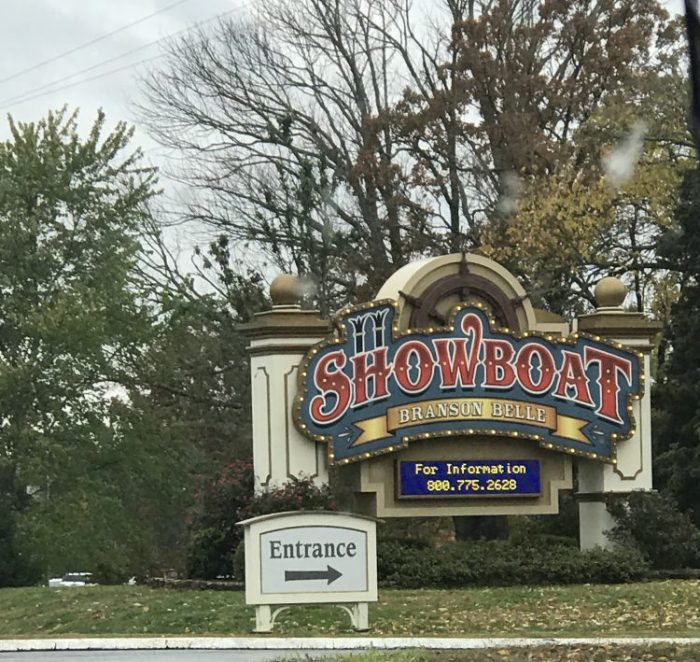 Showboat18 e1542911071837 - Showboat Branson Belle - Fun Christmas Dinner Show