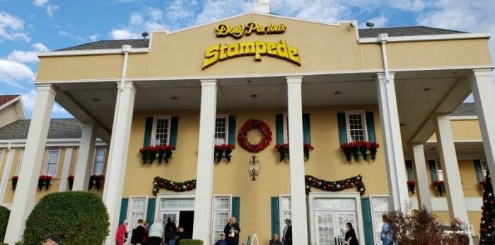dollystampede e1547868199538 - Dolly Parton's Christmas Stampede